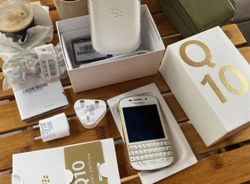 Blackberry q10 gold edition 777 likenew fullbox